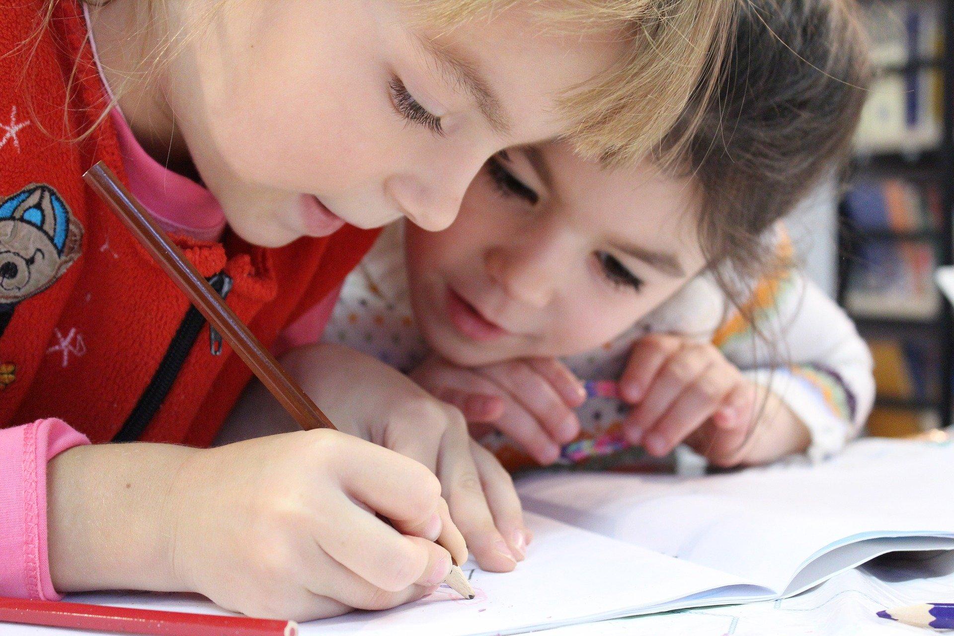 Kinder lernen zusehen